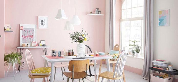 Pourquoi décorer le salon en rose ?